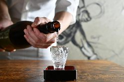 青森や新潟、奈良など全国各地の個性豊かな地酒は14種類ご用意