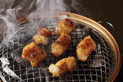 秘伝のタレで焼き上げる焼肉メニューも豊富。