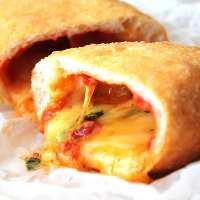 MARIO名物揚げピッツア!ぜひご賞味下さい。