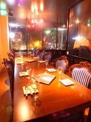2階席からは岡山の夜景を望みながらお食事していただけます。