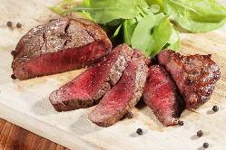 【逸品料理】 幅広い年代の方に人気の「フィレステーキ」!