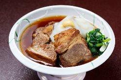 魚介の料理が中心ですが、お肉料理の逸品も。