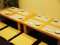 2階には団体様用のテーブル席をご用意。