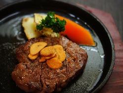 国産牛を使用したアツアツのステーキを召し上がれ!