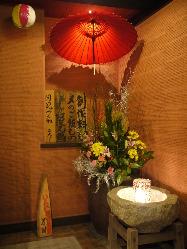 可愛い雰囲気の入口☆季節を彩る花が優しく出迎えてくれます。