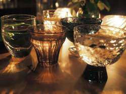 地酒は倉敷ガラス作家のぐい呑みグラスで。