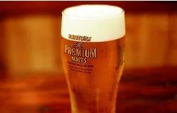 樽生達人の腕が光る、生ビールは焼鳥とよく合います。