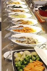 天美卵と採れたて新鮮な野菜たっぷりのビュッフェ。