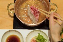 お一人様ずつのお鍋・お肉・お野菜でお食事できます