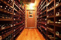 [厳選ワイン] 4000種もの豊富なリストが自慢