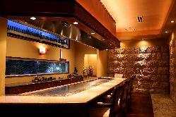 [上質な空間] VIP個室はテーブルやカウンターの洗練空間