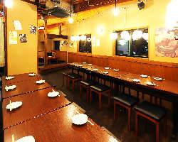 2Fはお座敷席とテーブル席、ご宴会も可能です。