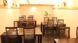 テーブル席は10名~個室利用も可能です。