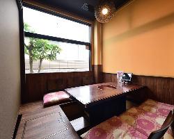 カウンター席やテーブル席、お座敷などがあります。