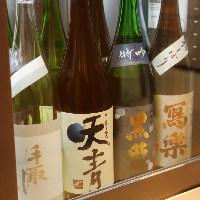 【多彩な美酒】 果物たっぷりのサワーや全国各地の地酒をご用意