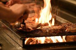 """伝統的な薪で焼く""""薪焼き料理""""を堪能できます。"""