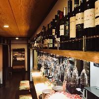 常時50種類のワインに加え、竹原の地酒も取り扱っております。
