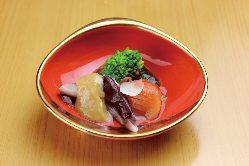 四季折々の懐石料理をお愉しみください。