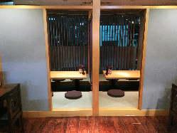 外の景観も眺める個室席もご用意。