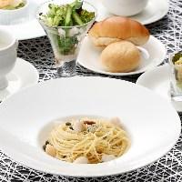 旬のフルーツとアイスクリームをお楽しみください