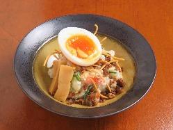 麺屋ならではのポテサラなどの創作料理も人気です。