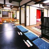 2階にはふすまで仕切れる完全個室をご用意。ご宴会に◎!