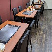 鉄板付きテーブルは3つご用意。ご宴会も可能です!