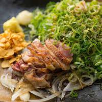 《もも肉タタキ》 知覧どりの旨味を最大限味わえる一品!