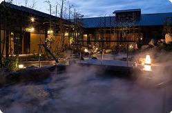 たまの湯自慢の開放感ある露天風呂も楽しみの一つです。