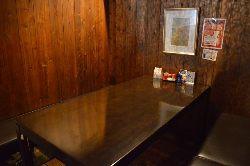 仲間内の飲み会にもぴったりのテーブル席。